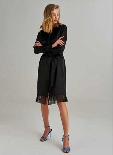 Monamoda Saten Püsküllü Gömlek Elbise Siyah